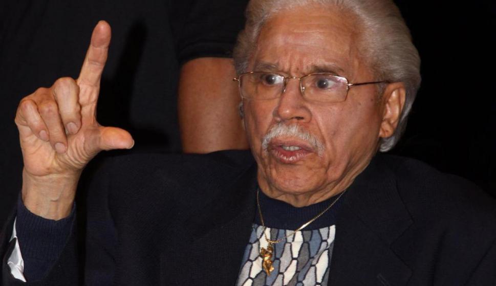 Pacheco reside desde hace varios años en el estado de La Florida, junto a su esposa Kuky. Nació en Los Pepines, Santiago de los Caballeros el 25 de marzo de 1935.