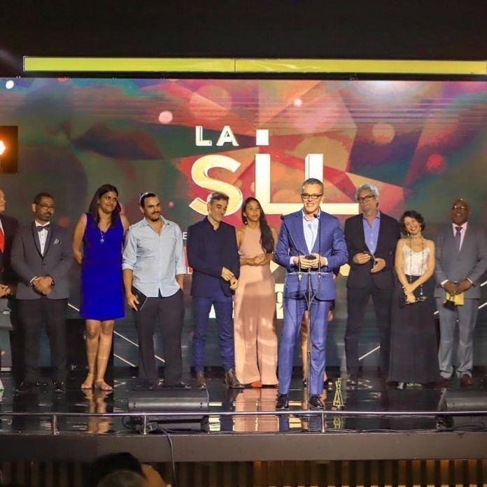 En un evento realizado el pasado viernes 8 de marzo en el Pabellón de la Fama del Centro Olímpico, Premios La Silla dio un paso gigante al organizar una gala a la altura de la industria cinematográfica nacional, y que contó con la asistencia masiva de las más importantes personalidades de nuestro cine, y de los medios de comunicación.