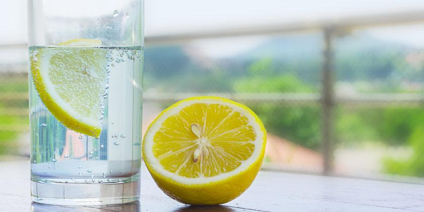 ¡Uff!, por ola calor Salud exhorta beber agua y consumir frutas