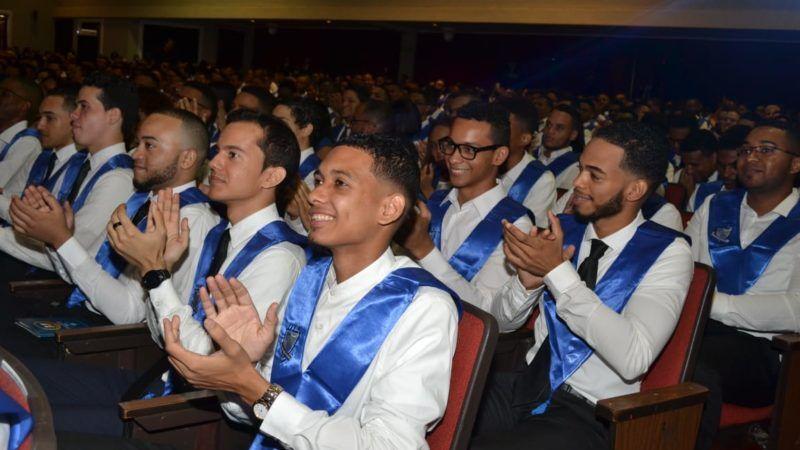 El ITLA gradúa a 379 nuevos profesionales
