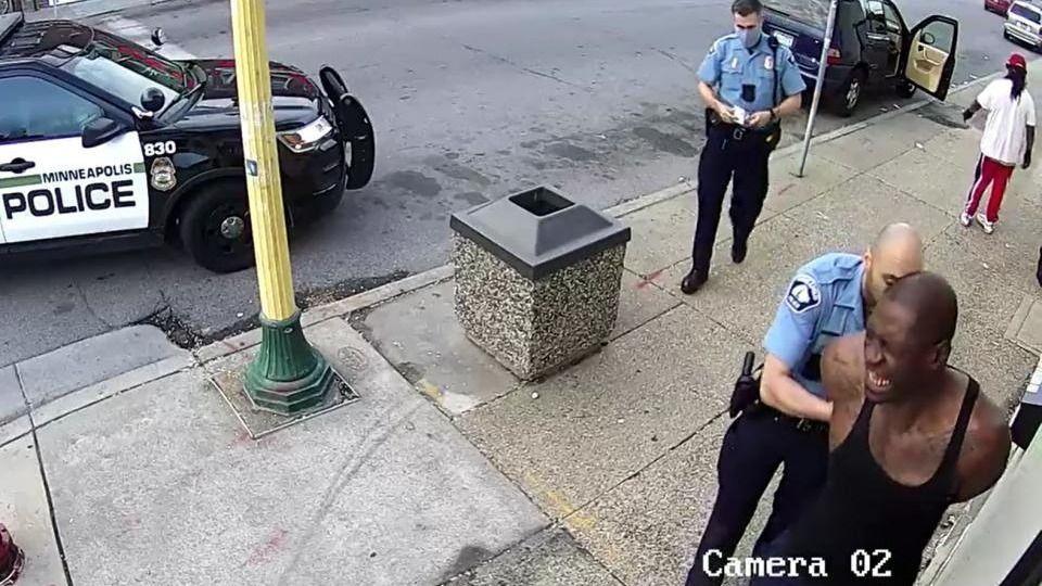 8 minutos y 46 segundos: el video que reconstruye cómo fue asesinado George Floyd