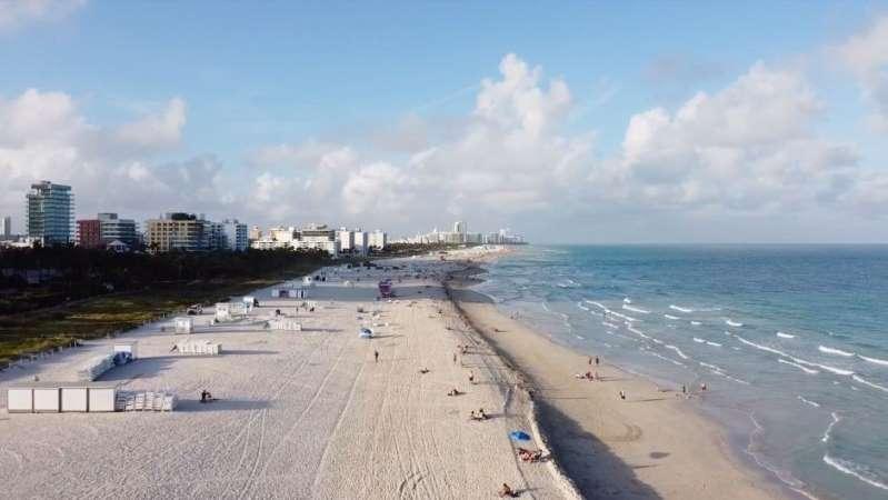 a misteriosa muerte de una mesera en Miami Beach: la policía sigue investigando