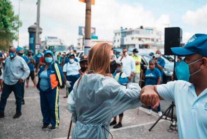 Carolina encabeza gran operativo de limpieza en ciudad Santo Domingo