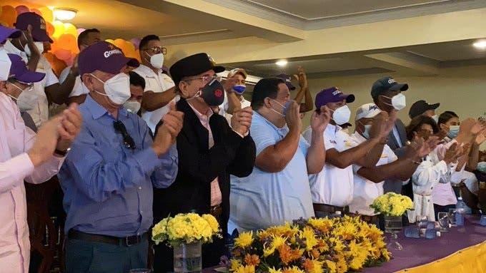 Danilo Medina durante encuentro con dirigentes del PLD en Azua. Fuente externa.