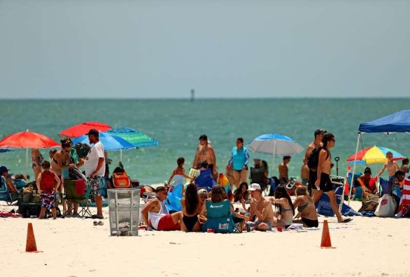 "Gobernador de Florida culpa a hispanos que viajan ""como sardinas"""