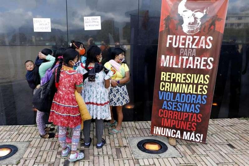La familia de la niña violada por militares en Colombia pidió su devolución y busca aplicar un juicio indígena