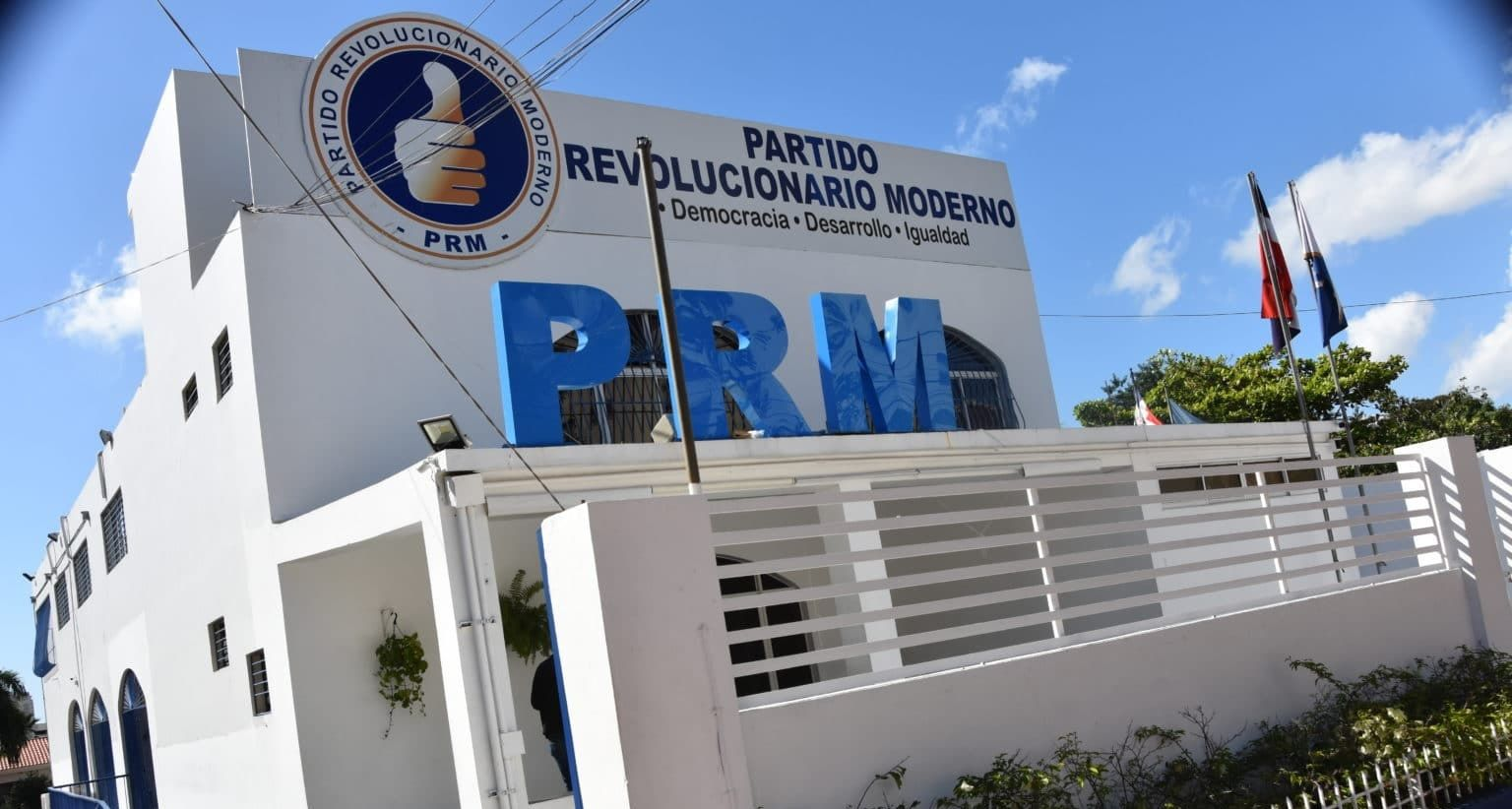 """PRM repudia """"conductas criminales"""" y se desliga de un dirigente apresado"""
