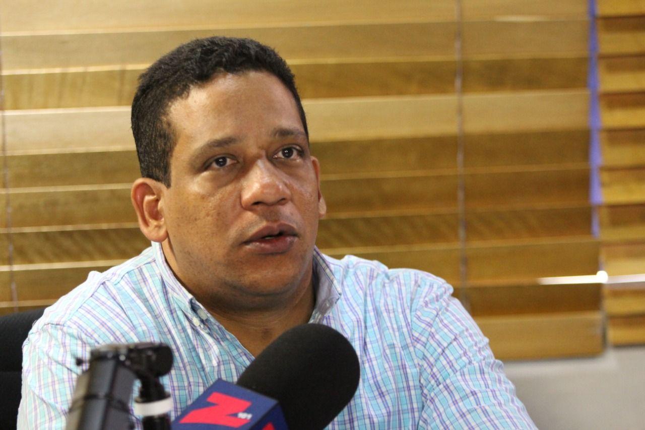 Carlos Pimentel exhortó a los dominicanos a que se aproximen a los centros de votación a ejercer su derecho al voto y en cuanto lo hagan, regresen de forma rápida y tranquila a sus casas, evitando las multitudes y siguiendo las medidas de prevención indicadas por el protocolo de la JCE.