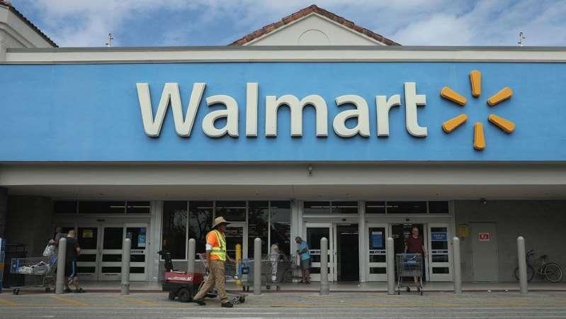 Policía fuera de servicio golpea brutalmente a un hispano en Walmart de Florida