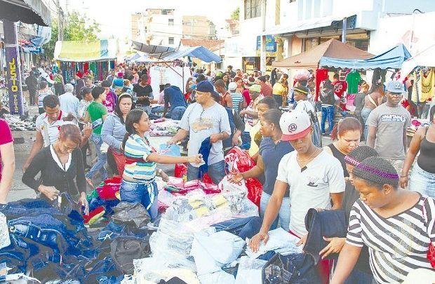 Reabren mercado pulgas en Santiago; obligado usar mascarillas