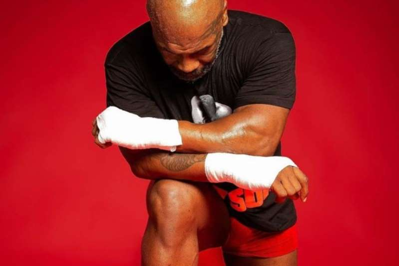 Tyson se arrodilla contra el racismo