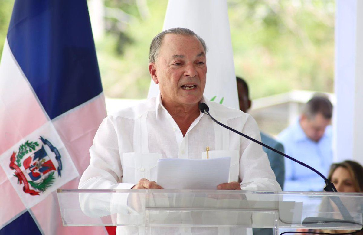 """. Frank Rainieri, empresario que abrió los primeros hoteles en Punta Cana a comienzos de los años 70, alertó que las cadenas hoteleras presentes en República Dominicana """"son las mismas que tienen hoteles en destinos cercanos y que son competencia"""