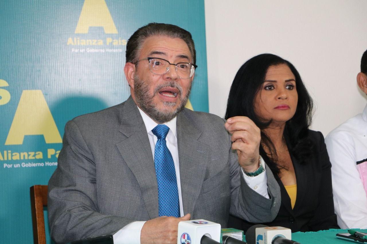 Guillermo Moreno ha sido excluido de las exposiciones realizadas por la Cámara Americana del Comercio, la que hará el Consejo Nacional de la Empresa Privada (Conep) y del abortado debate que intentó organizar la Asociación Nacional de Jóvenes Empresarios (ANJE).