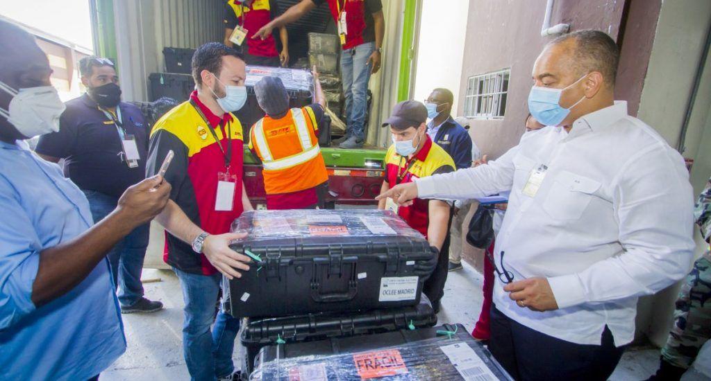 JCE inicia traslado de 1,077 valijas electorales que se utilizarán en el exterior