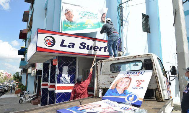 Alcaldía de Santiago inicia el retiro de propagandas políticas de sus calles