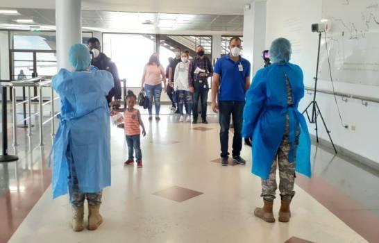 En medio de pandemia fluyen pasajeros en aeropuertos dominicanos