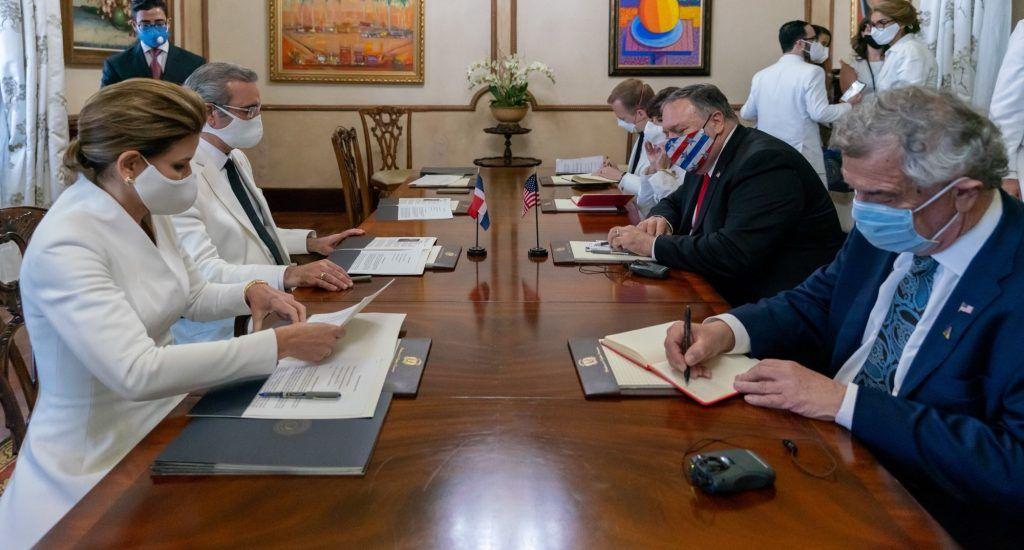Pompeo y Abinader tratan sobre seguridad regional y situación en Venezuela