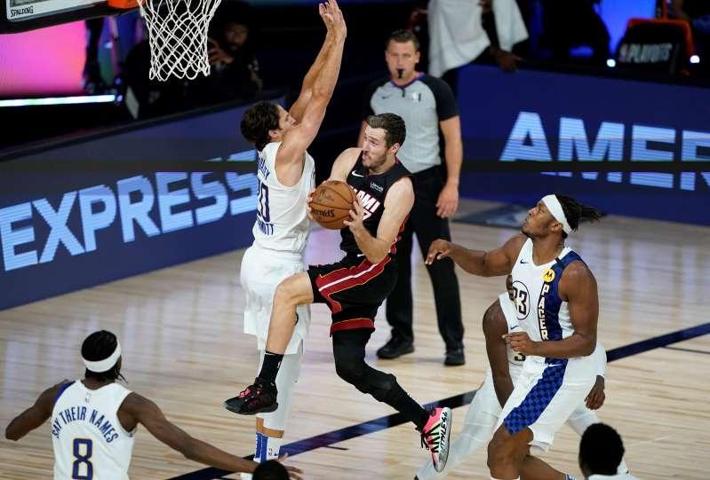 Con 23 puntos de Dragic, el Heat barre a los Pacers y avanza