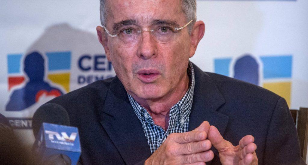EEUU sospechó repetidamente de vínculos de Álvaro Uribe con paramilitares