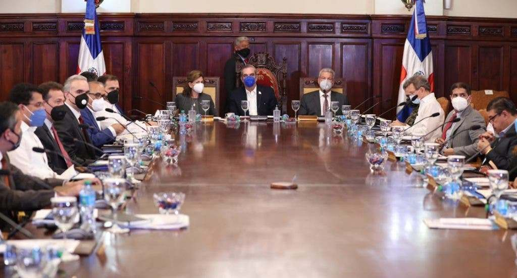 """Consejo de Ministros trata directrices """"básicas"""" de presupuestos futuros"""
