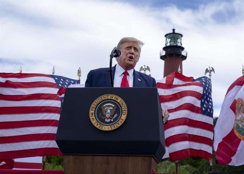 Trump defiende ahora que no minimizó la amenaza de la pandemia en EEUU sino que la