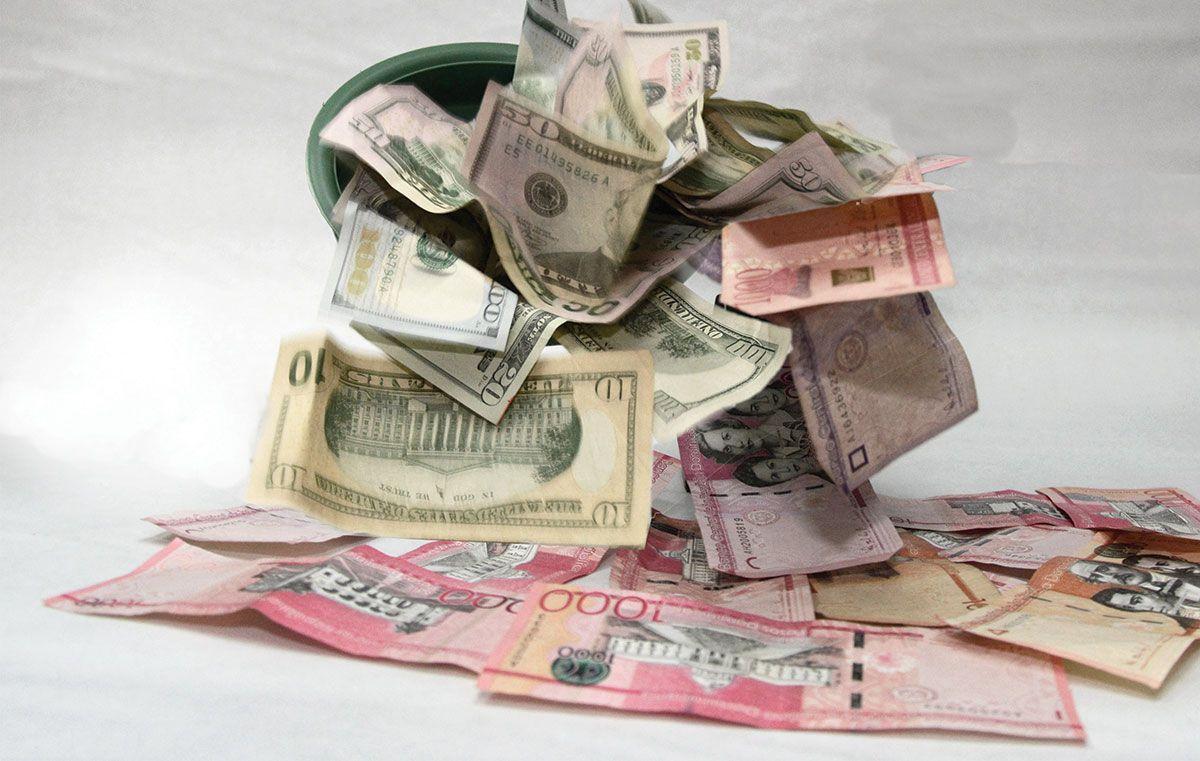 País coloca bonos soberanos en pesos y dólares