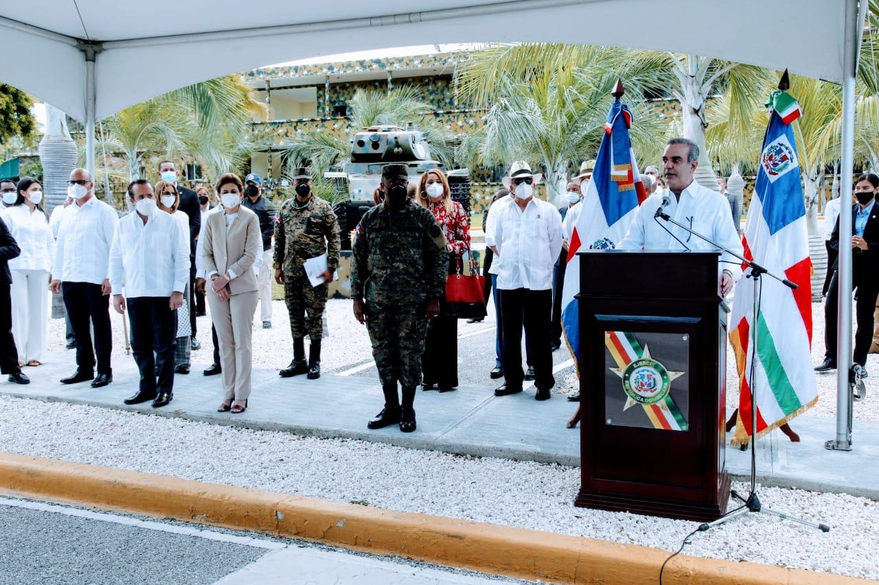 Presidente Abinader promete dignificar militares y a sus familias