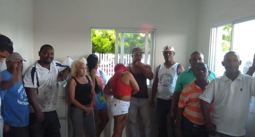 Detienen varias personas tras ser sorprendidas ingiriendo bebidas alcohólicas en bar de Azua. FUENTE EXTERNA