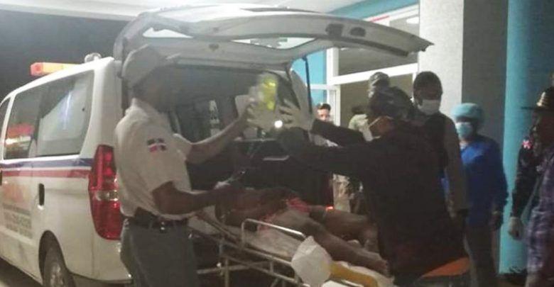 Mujer muerde capitán que la apresó durante toque de queda