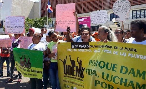 Mujeres exigen frente al Congreso la despenalización aborto en 3 causales