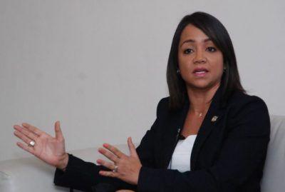 Senadora Raful denuncia aprobaciones irregulares en presupuestos pasados