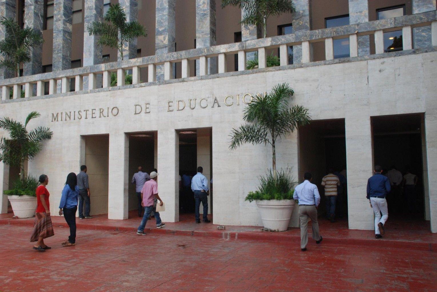 Autoridades renuevan acuerdo para desarrollar proyectos de impacto al sistema educativo
