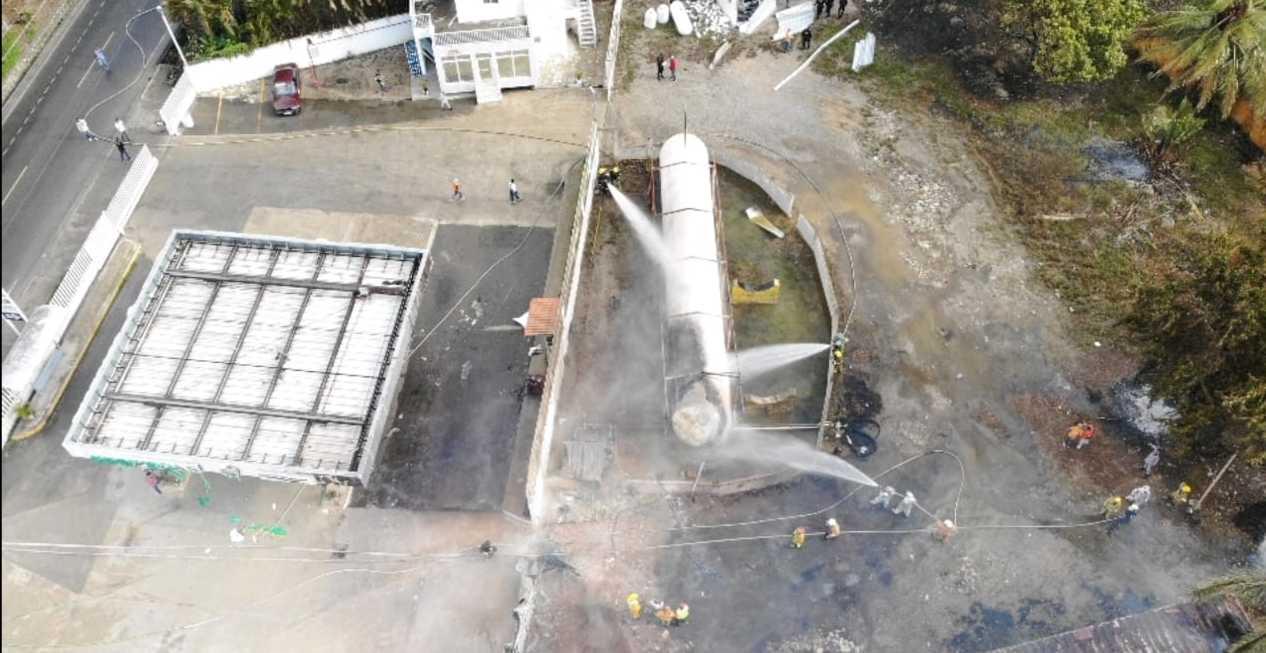 1. Sistema 9-1-1 en incendio de planta de gas de Licey al Medio.