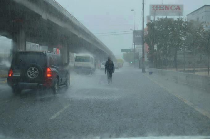 Onda tropical continuará provocando lluvias sobre territorio dominicano, según Onamet