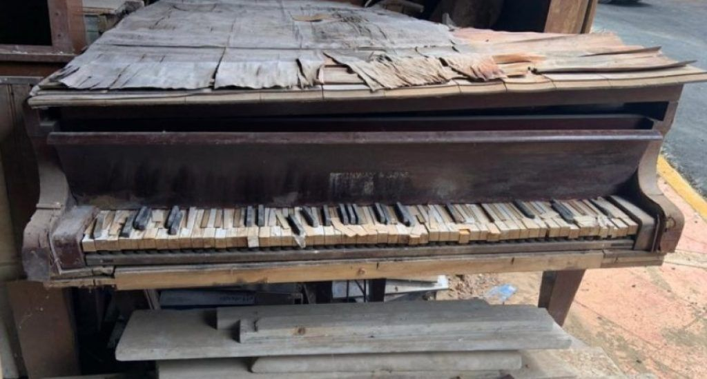 ¡El piano donde el maestro José Reyes musicalizó el Himno Nacional está abandonado en un museo!. Fuente externa.