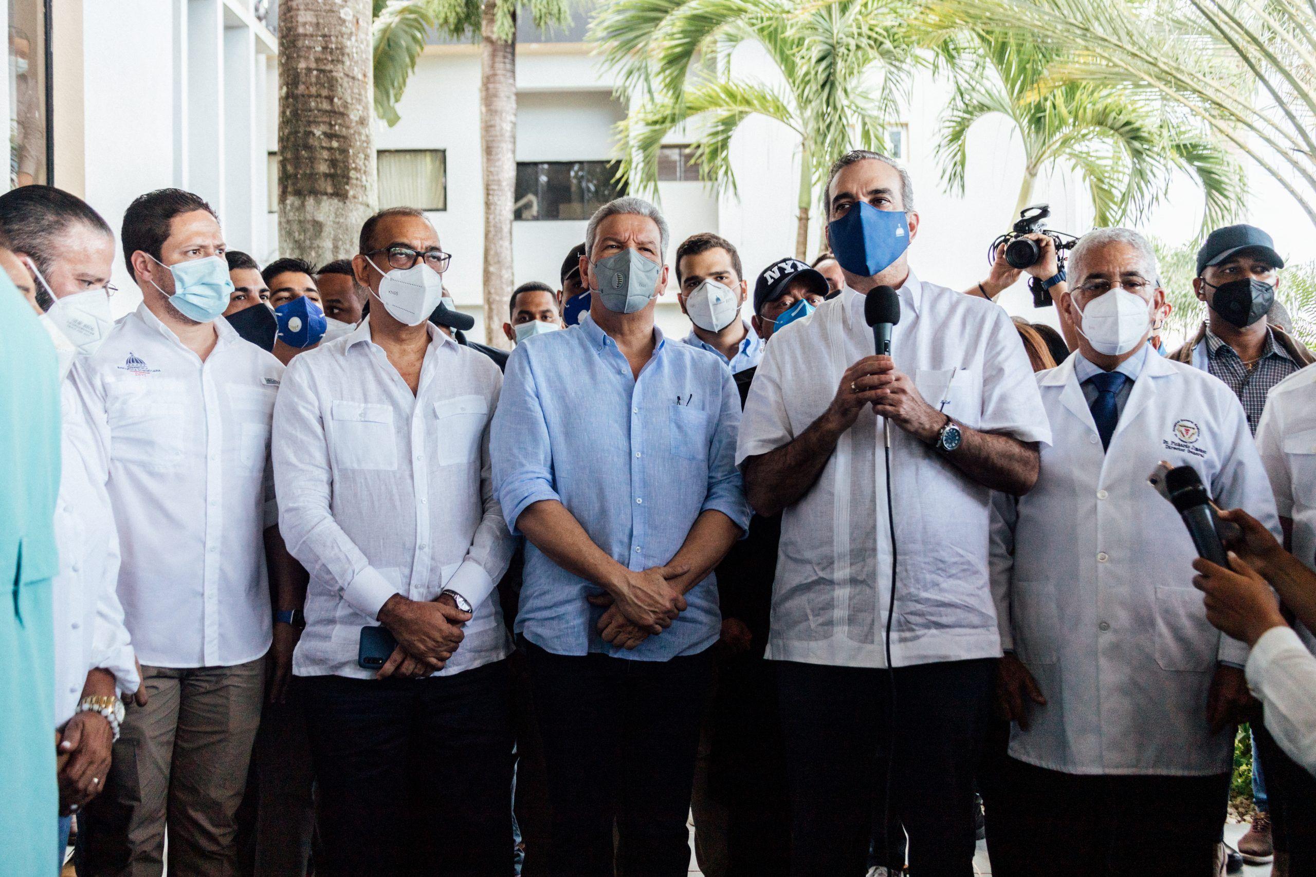 Abinader junto al Director del INVI confirman la inversión de 100 millones de pesos para terminar la reconstrucción del Hospital Calventi en los Alcarrizos