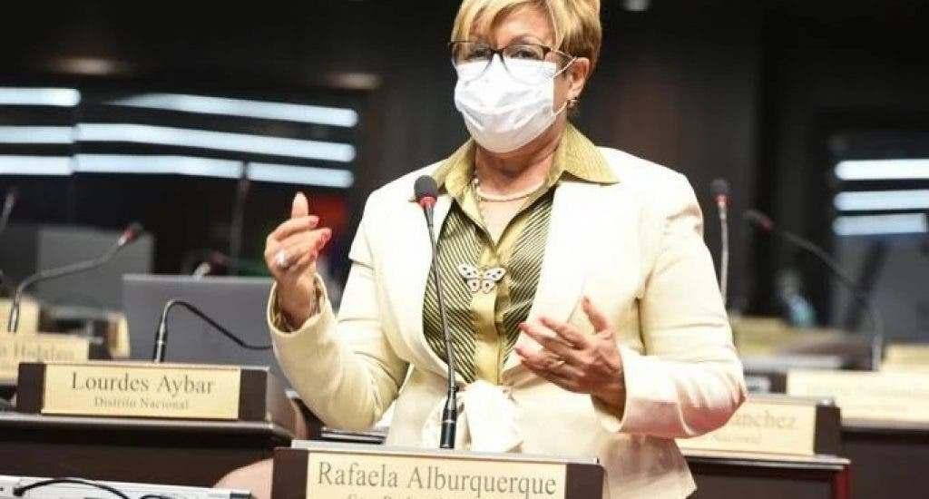 """Lila Alburquerque dice está pensando """"trillar otros caminos"""" para irse del PLD"""
