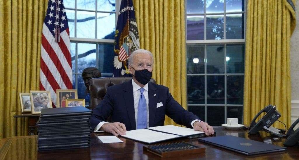 Las 17 medidas aprobadas por Biden en su primer día en la Casa Blanca. (FUENTE EXTERNA)