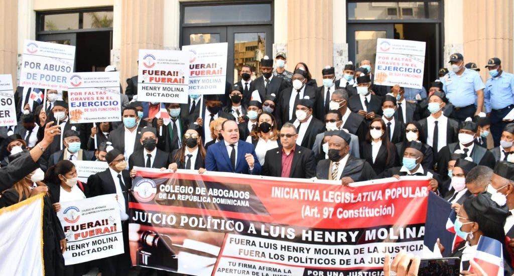 El Colegio de Abogados realizó este miércoles una manifestación en las inmediaciones del Palacio de Justicia de Ciudad Nueva. FUENTE Foto: Vladimir Santos