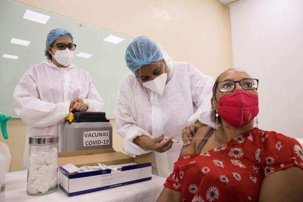 Profesores comienzan a ser vacunados de Covid-19. FUENTE EXTERNA.