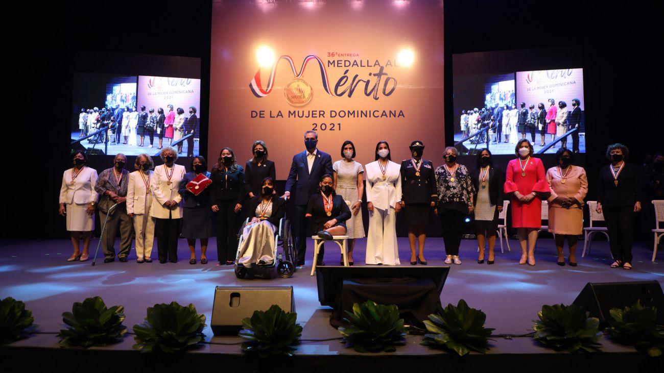 Presidente Abinader impone Medalla al Mérito de la Mujer a 14 damas destacadas