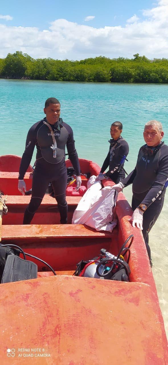 """Recuperan cuerpo de adolescente desaparecido en playa """"La Caobita"""" en Azua"""