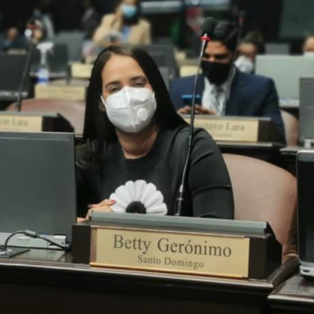 Betty Gerónimo aclaró que el Partido Revolucionario Moderno (PRM) no prometió legalizar el aborto, sino, que cada quien planteó sus posiciones.