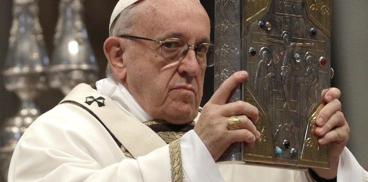 Papa pide que las mujeres sean respetadas y defendidas