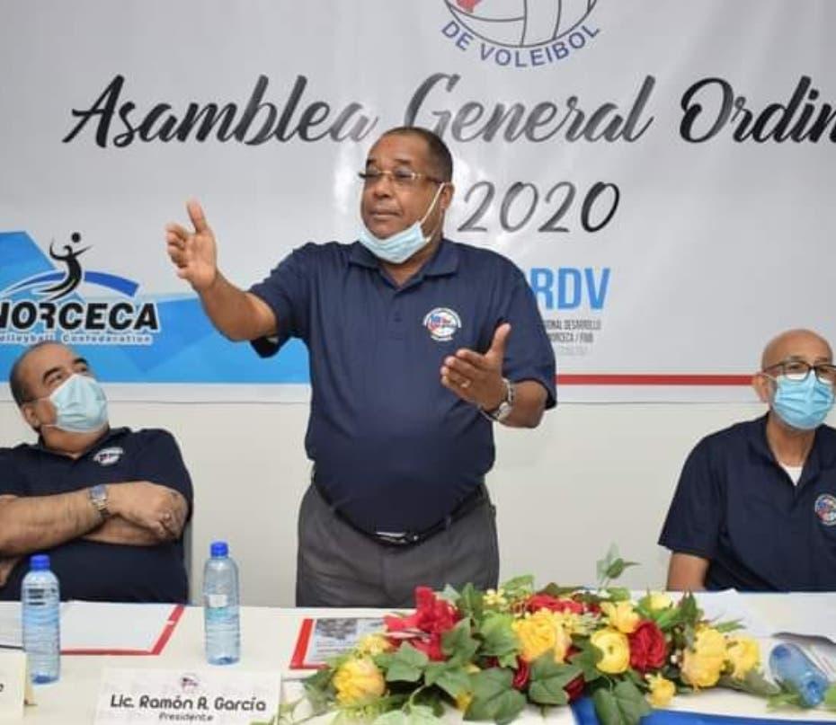 Ramón García es reelecto como presidente de la Federación de Voleibol
