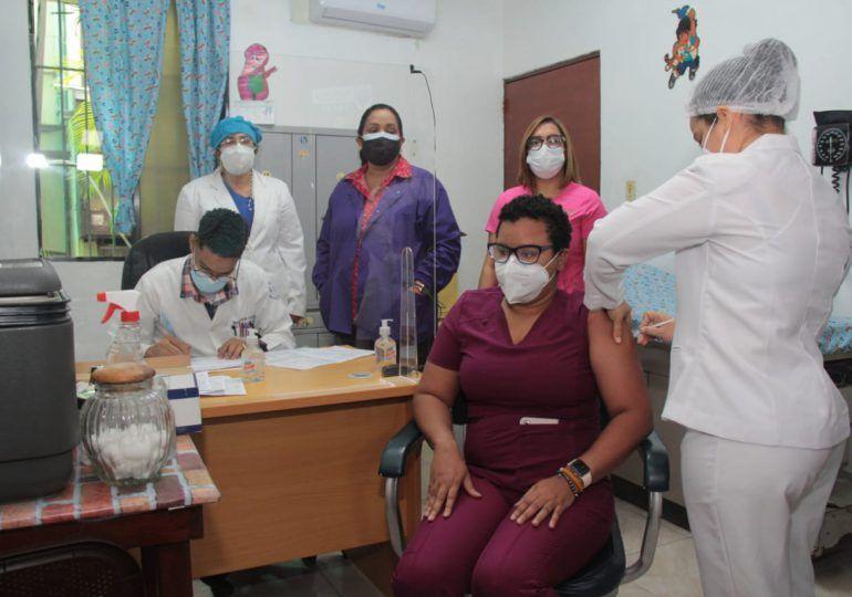 UASD y PUCMM suspenden temporalmente vacunación contra el COVID