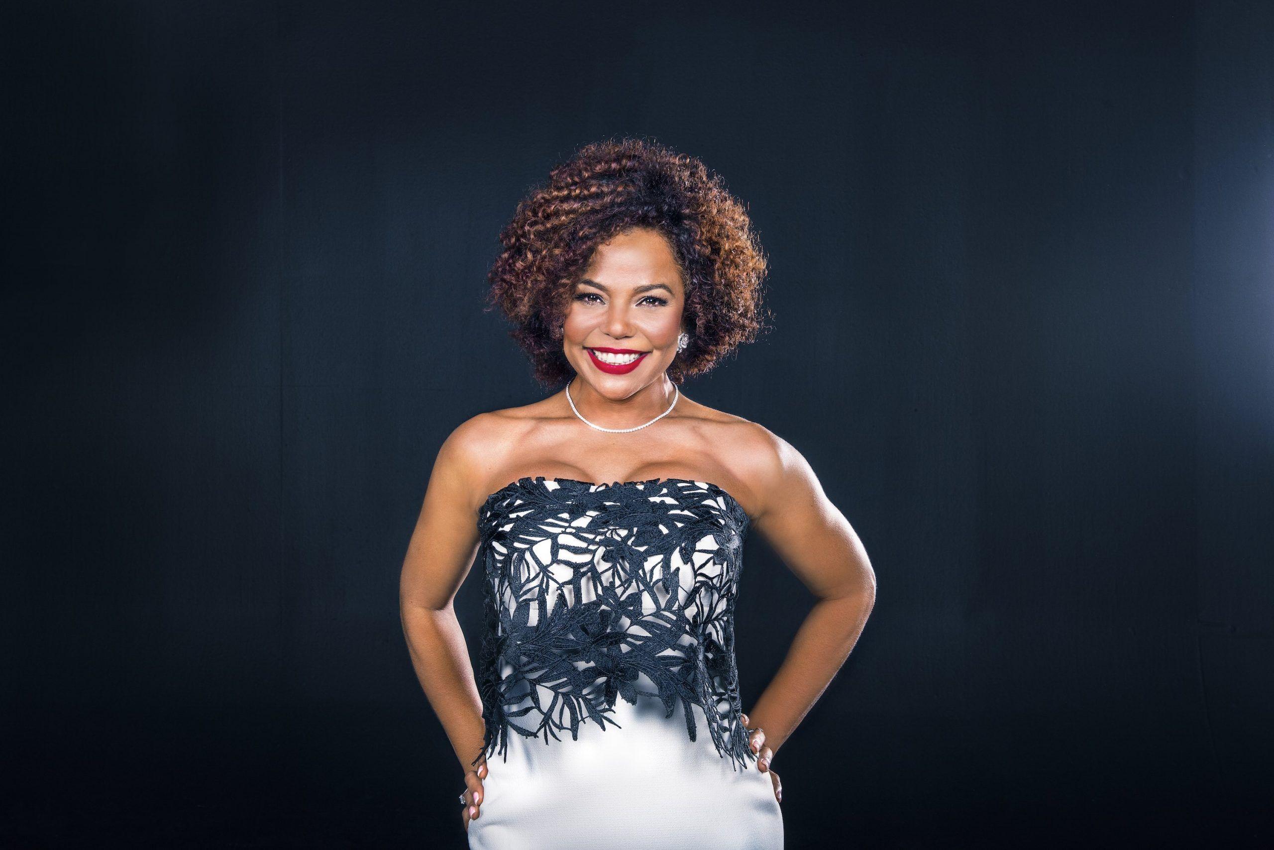 El programa, que cuenta con tres episodios de una hora, será filmado en el hotel Barceló Bávaro Grand Resort en Punta Cana y contará con un espectacular elenco femenino que incluirá elementos culturales.