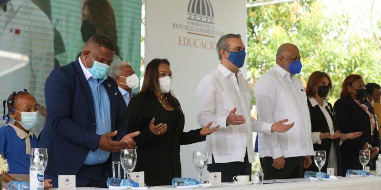 Presidente Abinader encabeza el retorno gradual a la de educación presencial tras un año de pandemia