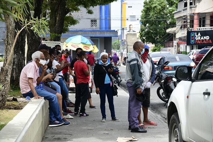 El doctor Daniel Rivera advirtió a la ciudadanía que, si no respetan las medidas sanitarias dispuestas por las autoridades, las flexibilizaciones que se han otorgado serán echada hacia atrás.