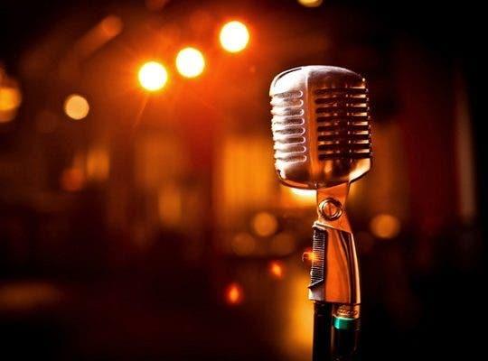 Hoy es Día del Locutor, protagonista del micrófono